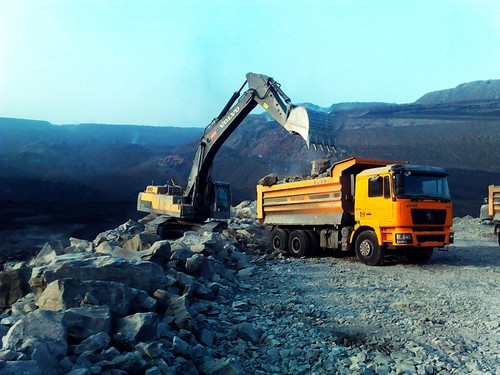 新疆海科环疆公司开采石灰石矿